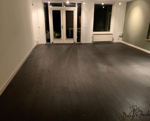 zwart gelakte vloer weer kaal schuren