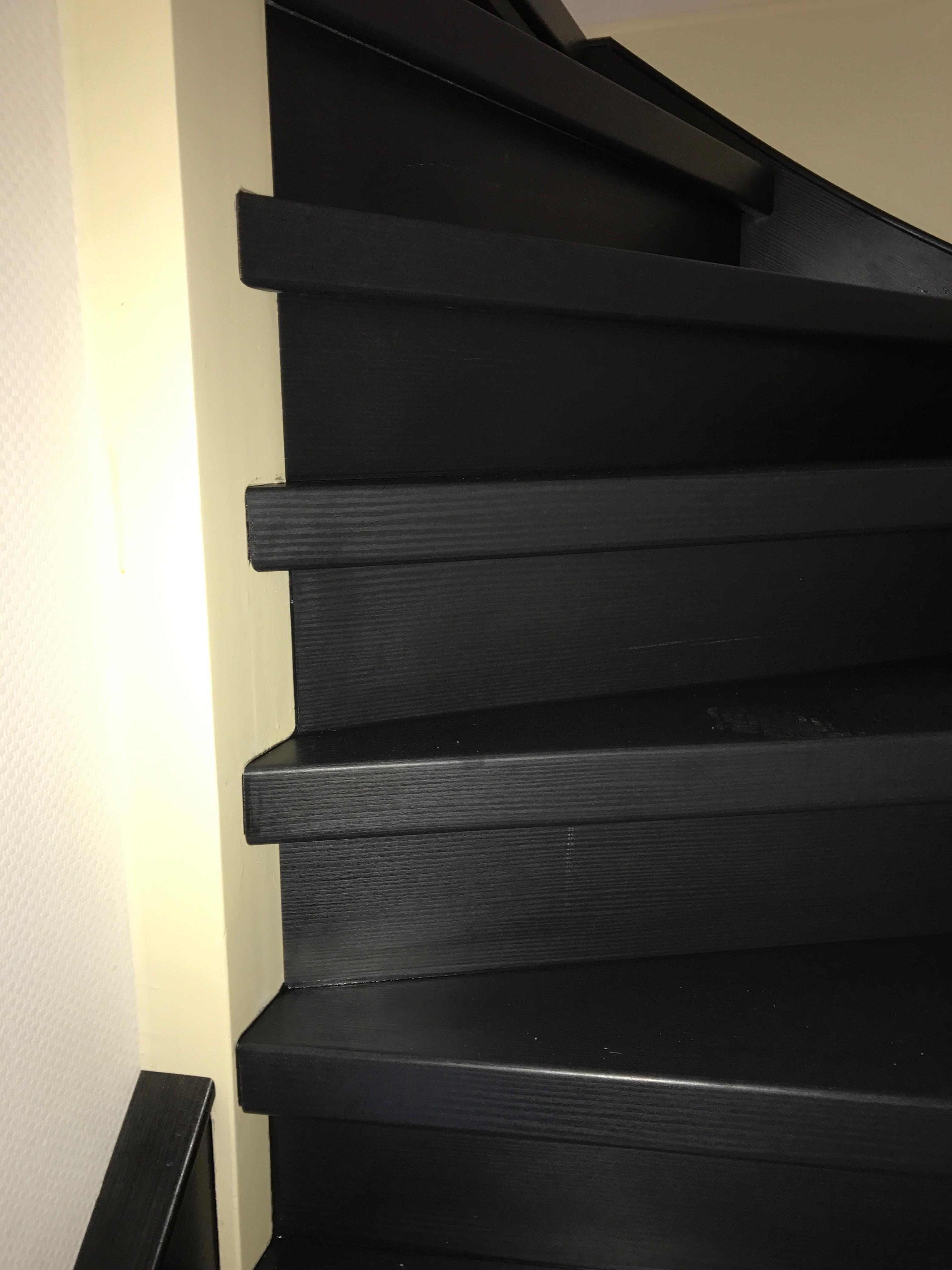 traprenovatie zwart met zijwang