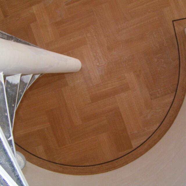 Dan maken we het toch gewoon rond mevrouw. #het is wat het is#parket #visgraatvloer #interiordesign #vloer